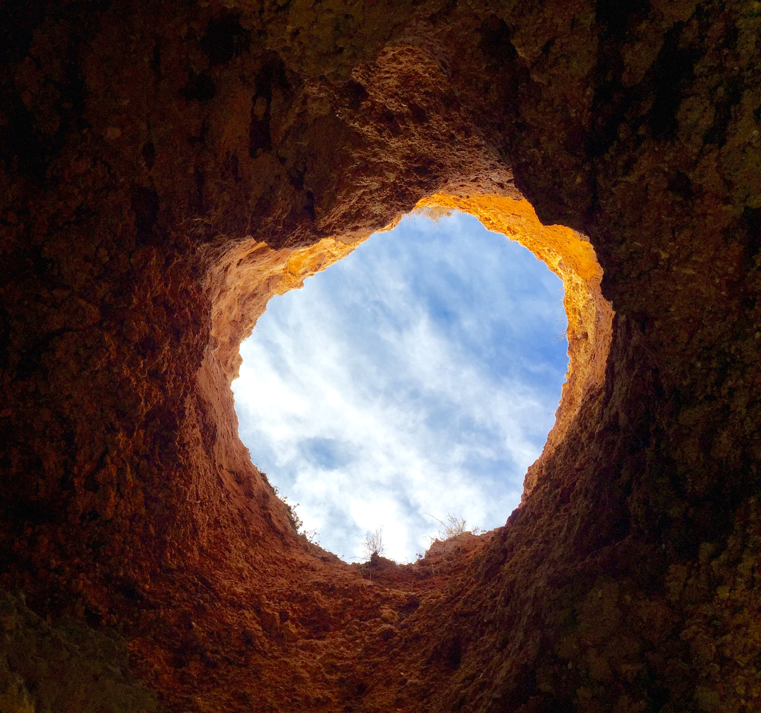 Blick durch Felsen